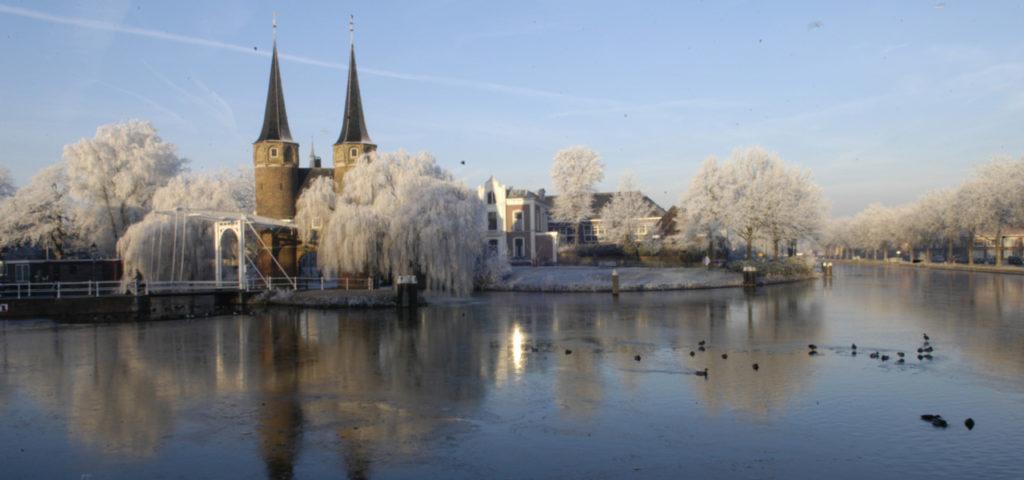Oostpoort in Delft in de winter - Westcord Hotels