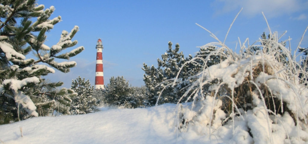 winter-sneeuw-vuurtoren-ameland - Westcord Hotels