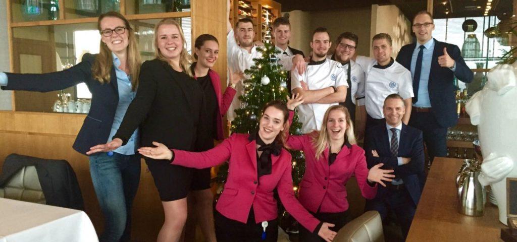 Team WTC Hotel Leeuwarden in kerstsfeer - Westcord Hotels