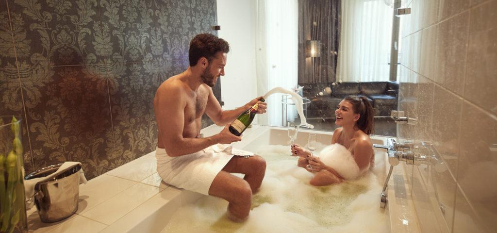 Fashion-Hotel-Amsterdam-kamer-champagne-bad - Westcord Hotels