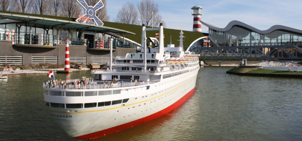 Tewaterlating van het ss Rotterdam in Madurodam - WestCord Hotels