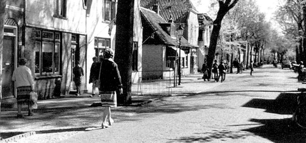 De Dorpsstraat op Vlieland, vroeger - Westcord Hotels