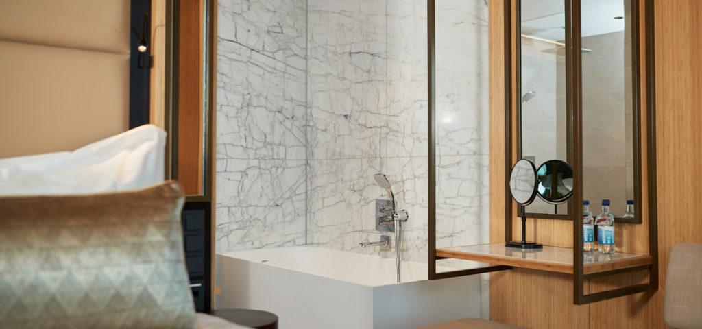 hotel-jakarta-amsterdam-junior-suite-shower-douche-bad-bath-westcord-hotels-3 - Westcord Hotels