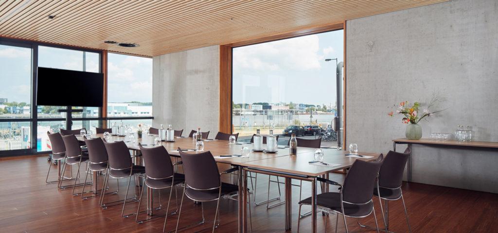 hotel-jakarta-amsterdam-westcord-hotels-vergaderen-surabaya-boardroom-1 - Westcord Hotels