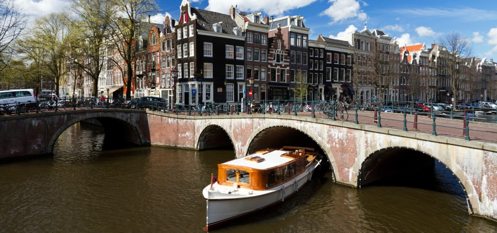 Varen over de grachten van Amsterdam - Westcord Hotels