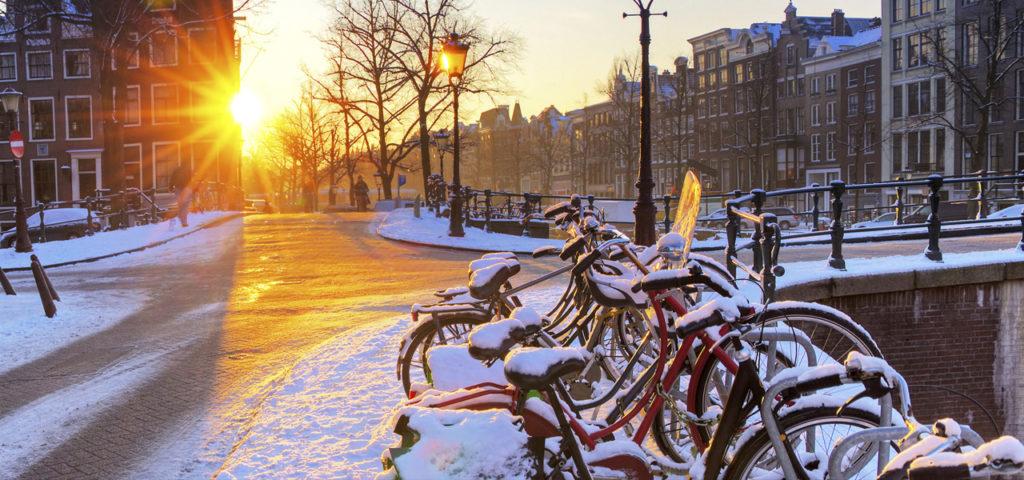 Grachten van Amsterdam in de sneeuw - Westcord Hotels
