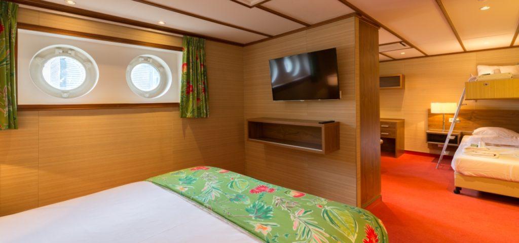ss Rotterdam_ Bahamas Family Room_A026_DEAN Productions_1280x600 (2) - Westcord Hotels