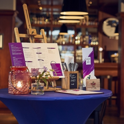 westcord-art-hotel-restaurant-the-art-brasserie-welcome-desk