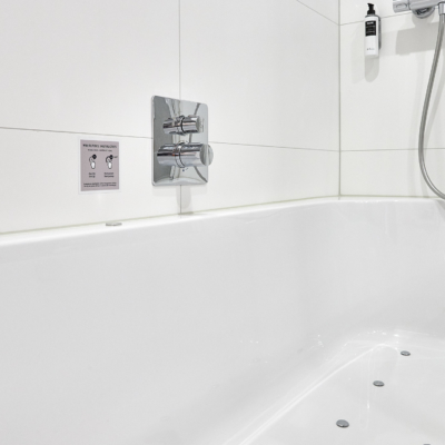 westcord-hotel-delft-room-comfort-plus-bathroom-bath