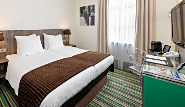 cosy-twin-room-cityview-city-centre-hotel-amsterdam