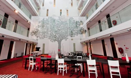 Atrium voor grote bijeenkomsten in Hotel Delft.