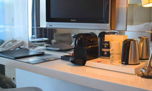 Hotel-Schylge-room-desk