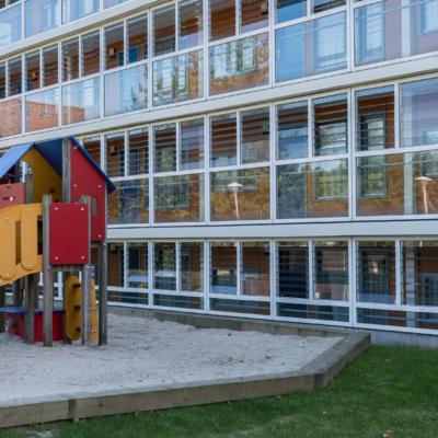 achterzijde-speelhuisje-westcord-aparthotel-boschrijck-terschelling