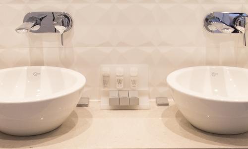 appartement-art4-hotel-amsterdam-badkamer