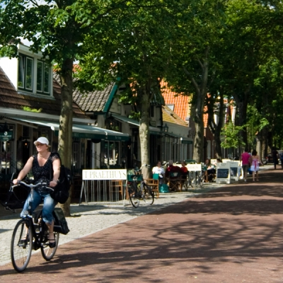 dorpsstraat-hotels-vlieland
