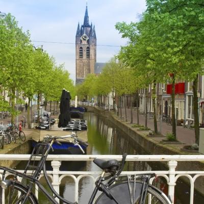 fietsen-grachten-hotels-delft