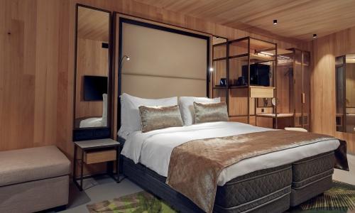 hotel-jakarta-amsterdam-junior-suite-shower-douche-bad-bath-balkon-balcony-westcord-hotels