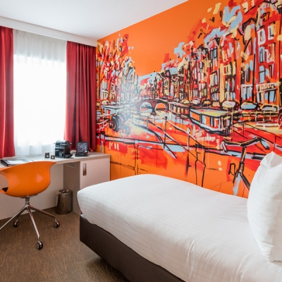single-kamer-oranje-art-hotel-amsterdam