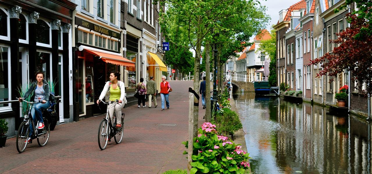 Fietsen in het culturele Delft